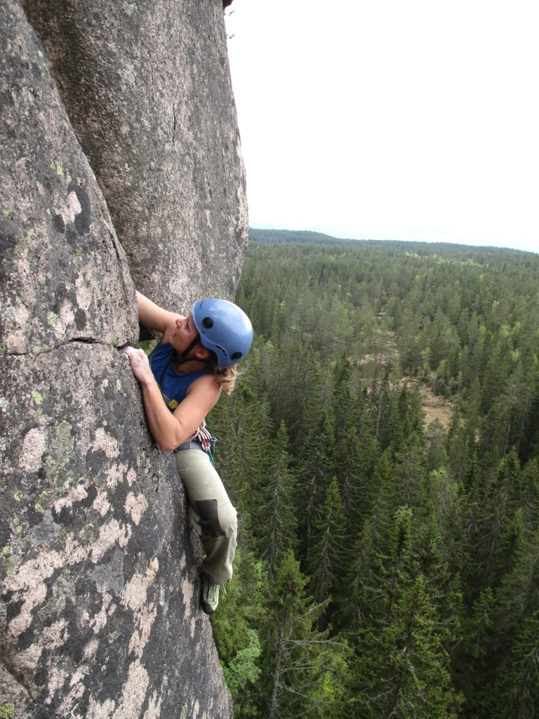 Ulrike Jüse klatrer på Tverråsen. Foto: Håvard Grothe Lien.